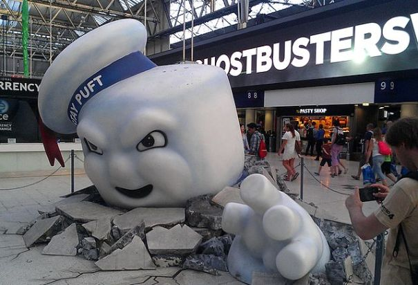 640px-ghostbusters_publicity_statue_waterloo_station
