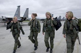 640px-F-15_pilots_Elmendorf
