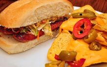 640px-Sausage_sandwich_with_nachos
