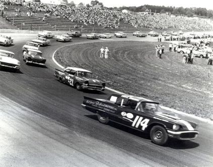 Nascar_race_from_the_1950s