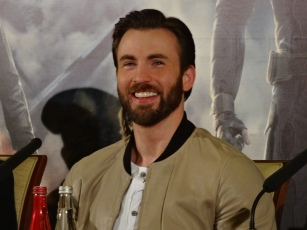 Chris_Evans_-_Captain_America_2_press_conference.jpg