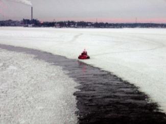 Pilot_boat_near_Helsinki