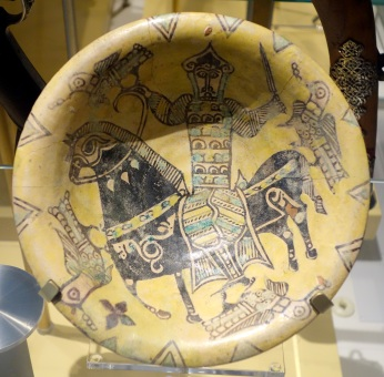 Bowl_with_a_rider_hunting_with_a_falcon,_Iran,_Nishapur,_9th-10th_century,_slipped,_painted,_and_glazed_earthenware_-_Royal_Ontario_Museum_-_DSC04580.jpeg