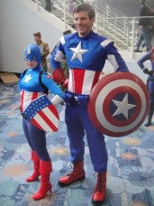 WonderCon_2012_-_Captain_America_and_girl_Captain_America_(7019315865)