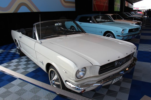 1964_Ford_Mustang_Convertible_(14175159527)