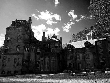 640px-Fonthill_Castle,_Doylestown,_PA