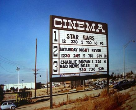 589px-Star_wars_cinema_1977