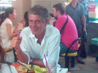 Anthony_Bourdain_at_Maxwell_Food_Centre,_Singapore_-_20060324