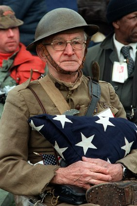 599px-World_War_I_veteran_Joseph_Ambrose,_86,_at_the_dedication_day_parade_for_the_Vietnam_Veterans_Memorial_in_1982