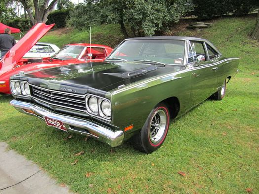 640px-1969_Plymouth_Road_Runner_383