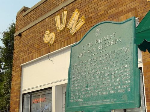 640px-facade_of_sun_records_studio_with_elvis_presley_plaque_-_memphis_-_tennessee_-_usa