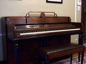 640px-wurlitzer_spinet_piano_2